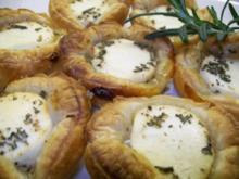 Ziegenfrischkäsetörtchen mit canadischem Honig und Rosmarin - Rezept