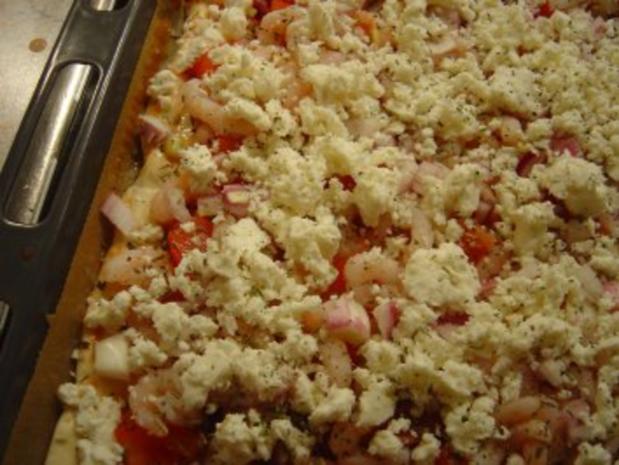 Pizza mit Eismeer-Garnelen und Schafskäse - Rezept - Bild Nr. 6