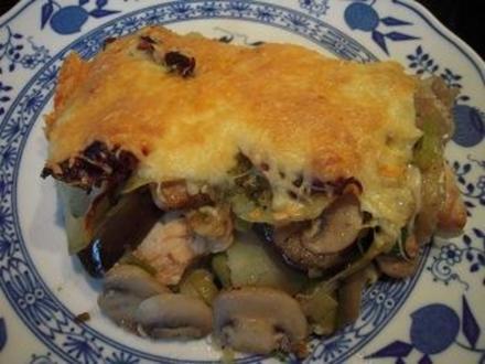 Putenbrustfilet, Aubergine, Porree und Champignons, mit Käse überbacken - Rezept