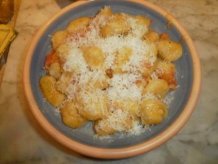 Handgemachte Kräutergnocchi mit Tomaten und Parmesan - Rezept