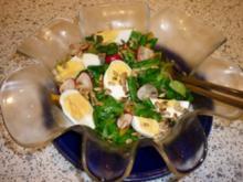 Feldsalat mit Eiern , Paprikastreifen und Radischen - Rezept