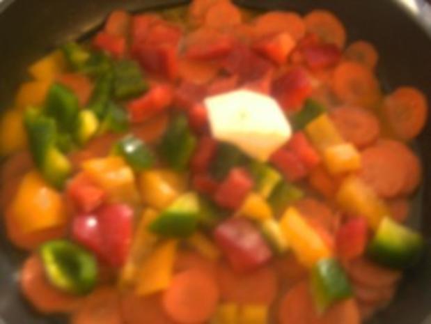Hähnchenbrust gebraten in Salbeibutter  Rahm-Gemüse und gedünsteten Zwiebeln - Rezept - Bild Nr. 3