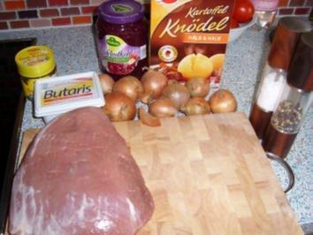 Rezept: Zwiebelbraten mit Rotkohl und Knödel