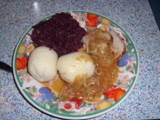 Zwiebelbraten mit Rotkohl und Knödel - Rezept - Bild Nr. 3