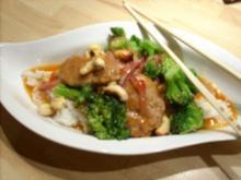 Filet-Broccoli-Wokpfanne mit Cashewkernen in Chili-Sesamsoße - Rezept