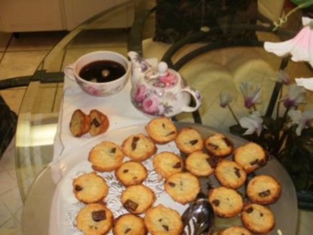 Muffins Mini:  Rum- Schokolate Chips gefuellte kleine Muffins - Gefuellt -Elegant fuer Besuch zum Kaffee - Rezept