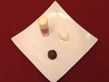 Schokoladenfondant mit Eis, Erdbeerbowle und Holunder- Espuma (Guido Kellermann) - Rezept