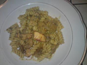 Rezept: Nudelpfanne mit Campignons und Hähnchenbrust