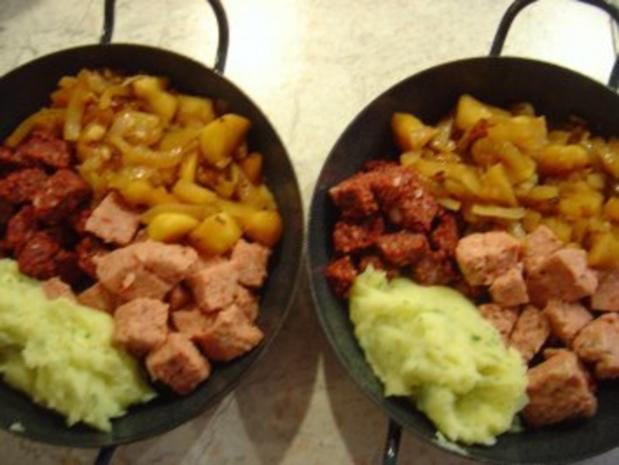Bauern - Pfanne mit Zwiebel-Apfelmus und Kartoffelpürree - Rezept - Bild Nr. 4