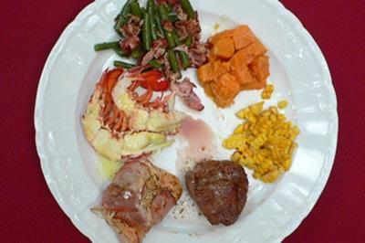 Steaks von Rind, Pute und Rock Lobster mit Gemüse und Süßkartoffeln - Rezept