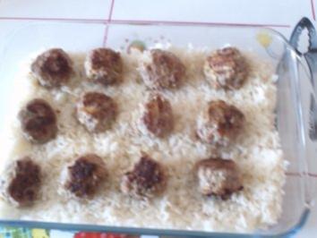 Reisauflauf mit Mettbällchen - Rezept