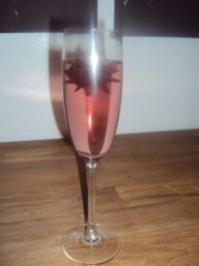 Sekt mit eingelegtem Hibiskus - Rezept