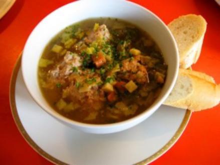 Lebernocken in herzhafter klarer Suppe mit Gemüsewürfel - Rezept