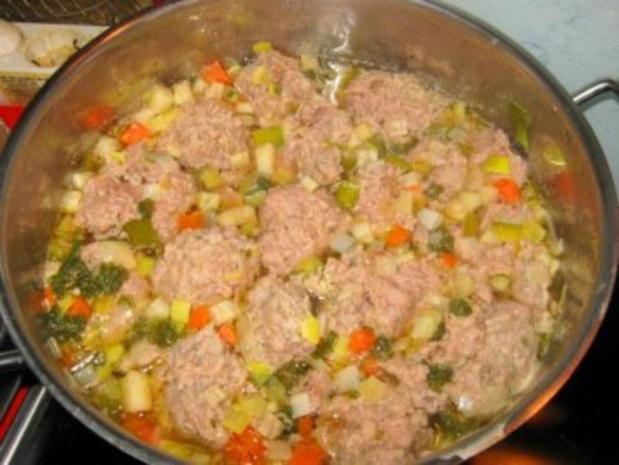 Lebernocken in herzhafter klarer Suppe mit Gemüsewürfel - Rezept - Bild Nr. 5
