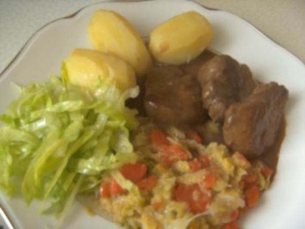 Schweinefilet  in Rotweinsoße   Wirsing -Rahm- Gemüse und - Rezept