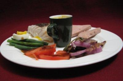 Gänseleberpastete, Salade Nicoise mit Fischfilet und Champagnersüppchen - Rezept