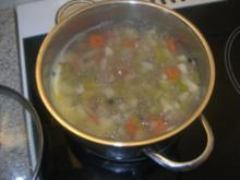 Fischsuppe  frei nach Schn,,,,,,,,,,,,,,  ;-)   als kleine Vorsuppe - Rezept