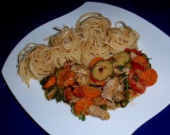Filet-Gemüse-Pfanne mit Spaghettitürmchen - Rezept