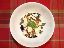 Vanilleeis mit Kürbiskernöl, gerösteten Kürbiskernen und Pfefferminz - Rezept