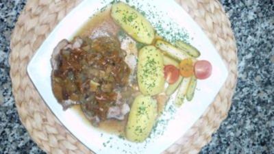 Geschmorte Putenkeule an Pinot Grigio-Pilzsauce zu Salzkartoffeln - Rezept