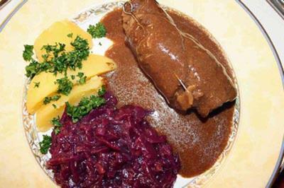 Rouladen mit Rotkohl und Kartoffeln - Rezept