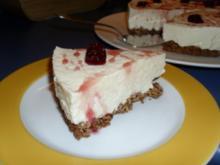 Amaretto-Sahne-Torte (garniert mit Marion's Amarena-Kirschen) - Rezept