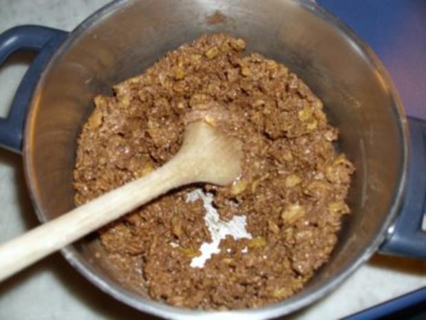 Amaretto-Sahne-Torte (garniert mit Marion's Amarena-Kirschen) - Rezept - Bild Nr. 2
