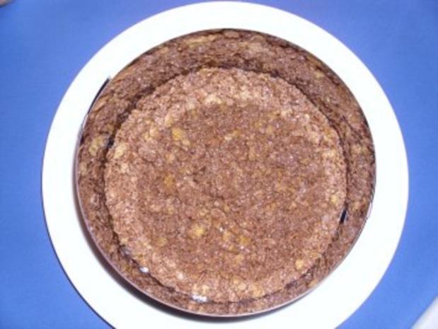 Amaretto-Sahne-Torte (garniert mit Marion's Amarena-Kirschen) - Rezept - Bild Nr. 3