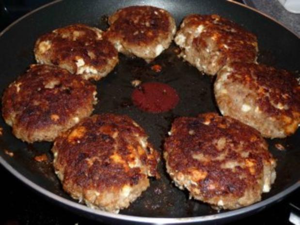 Buletten mit Bohnengemüse auf Salzkartoffeln - Rezept - Bild Nr. 3