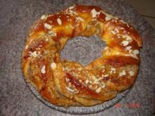 Kuchen + Torten : Hefekranz mit Nuß-Amaretto-Füllung - Rezept