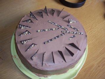Kuchen/Torte...Schokoladen-Sahne-Torte mit Preiselbeeren - Rezept
