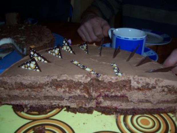 Kuchen/Torte...Schokoladen-Sahne-Torte mit Preiselbeeren - Rezept - Bild Nr. 7