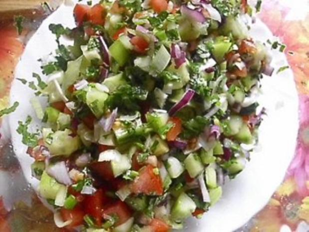 gurken tomaten salat mit knoblauch joghurt dressing. Black Bedroom Furniture Sets. Home Design Ideas