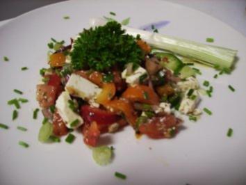 Paprika-Tomatensalat mit Schafskäse - Rezept