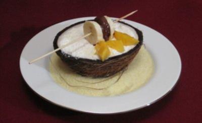 Kokosnuss-Schiffchen mit Dessertfüllung - Rezept