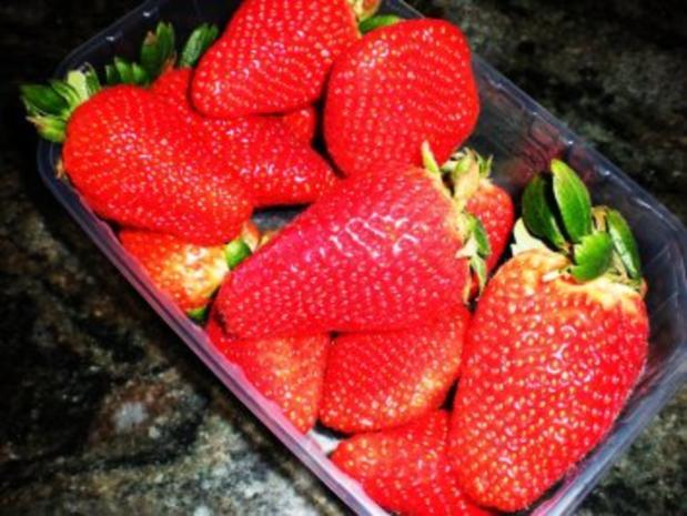 DESSERT: Kokos-Erdbeer-Becher - Rezept