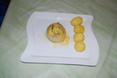Gemüsezwiebel mit Champignon-Hackfüllung und Käse überbacken - Rezept
