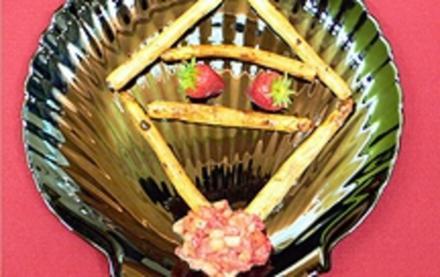 Gebratener Spargel mit gepfefferten Erdbeeren - Rezept