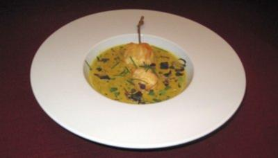 Kokos-Kräuterschaum-Süppchen mit Tempura-Garnelenspieß - Rezept