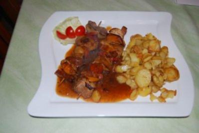 Lendenschaschlik mit Röstkartoffeln - Rezept