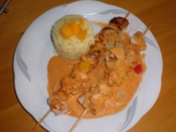 Hähnchenfrucht Spieße auf Reis mit einer Tomatensauce - Rezept