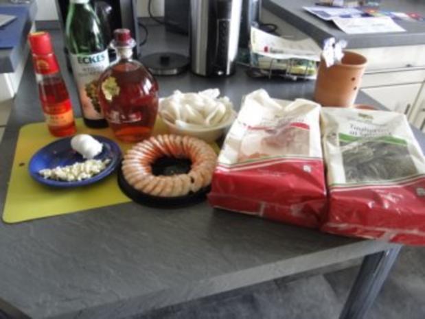 Nudelnester mit Tintenfischringe und Riesengarnelen              (Fotos) - Rezept - Bild Nr. 2