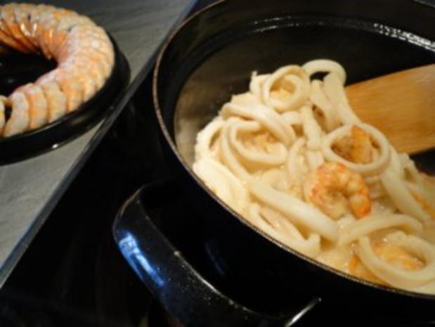 Nudelnester mit Tintenfischringe und Riesengarnelen              (Fotos) - Rezept - Bild Nr. 5