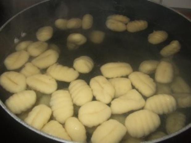 Schweinefiletspießchen mit Gnocchi in Champignon Käsesoße - Rezept - Bild Nr. 5