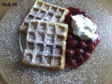 Desserts: Schmandwaffeln mit Kirschkompott und Eierlikörsahne - Rezept