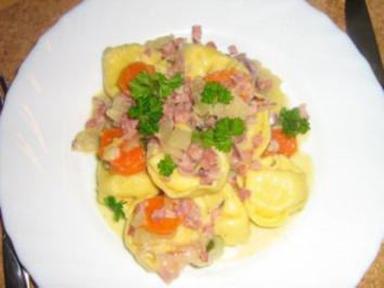 Tortellini mit Käse gefüllt mit  Gemüse-Sahne-Soße - Rezept