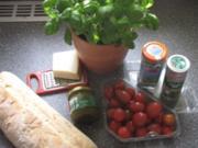 Bruschetta mit Parmesan und Pesto - Rezept
