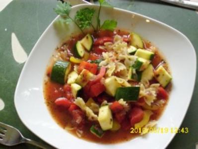 Suppe : Mediterraner Gemüse und Nudeleintopf - Rezept