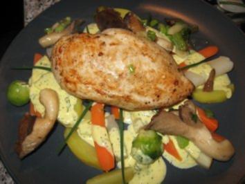 Zarte Hähnchenbrust auf Gemüsebett mit Sauce Bernaise - Rezept