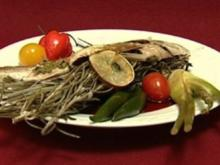 Dorade in Himbeer-Zitronenmelisse-Chili-Jus an Algen-Spargel und Peperoni - Rezept